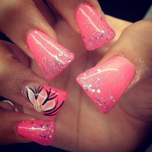 Pink duck bills nails !