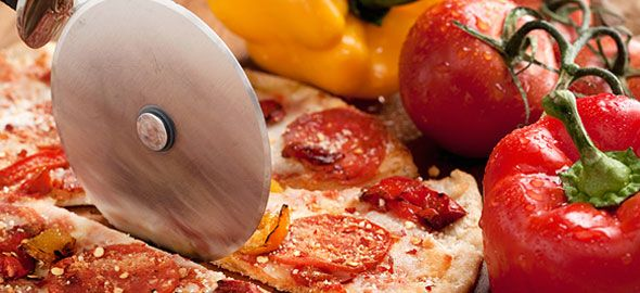 Απόψε, κάντε τα παιδιά σας χαρούμενα: Φτιάξτε τους πίτσα! Δείτε την τέλεια συνταγή για σπιτική πίτσα που θα ξετρελάνει όλη την οικογένεια!