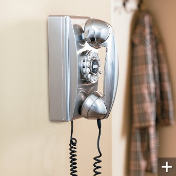 Retro Rotary Phones: Retro Rotary, Vintage Living Rooms, Rotary Wall, Vintage Phones, Kitchens Design, Small Kitchens, Rotary Phones, Interiors Design, Design Home