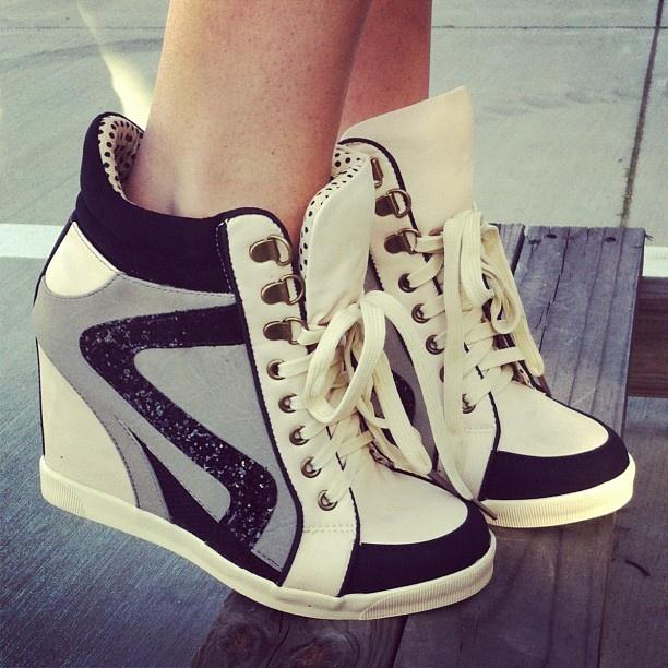 La ultima moda en el calzado de mujer ¿Que opinan de que unos zapatos deportivos tengan tacón?