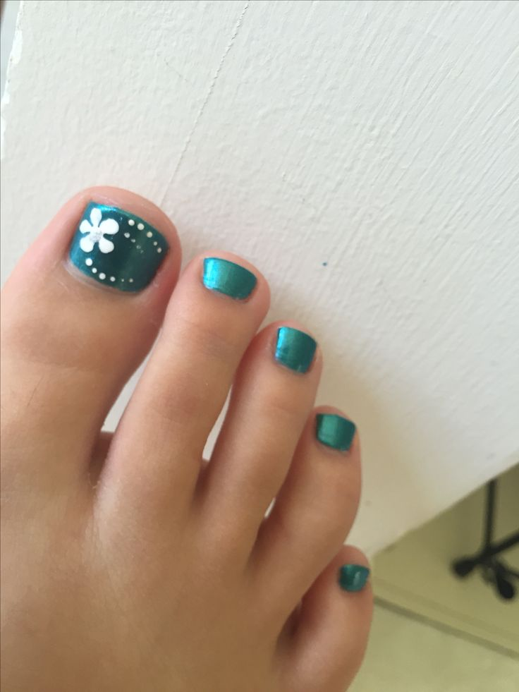 Blue toenails with flower