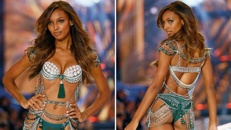 Накануне вечером в Париже прошел секретный показ Victoria's Secret — самое кассовое модное дефиле в мире. Полчаса ослепительного зрелища: 51 ведущая модель мира, 43 пары гигантских ангельских крыльев, бюстгальтер стоимостью $3 млн, выступление Леди Гаги и невиданный ажиотаж вокруг показа. Как это было, смотрите в фотогалерее «Газеты.Ru».