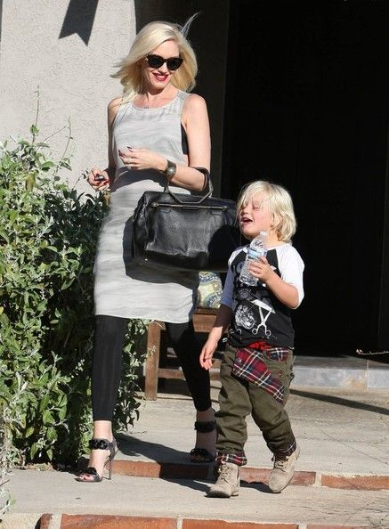 Gwen Stefani Photos Photos - Pregnant singer Gwen Stefani and her son Zuma at a friends baby shower in Yorba Linda, California on September 28, 2013. - Pregnant Gwen Stefani & Son Zuma At A Baby Shower