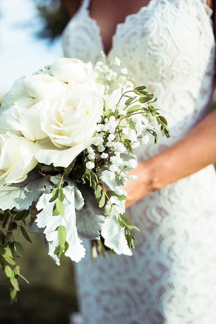 White roses with baby's breath-1602