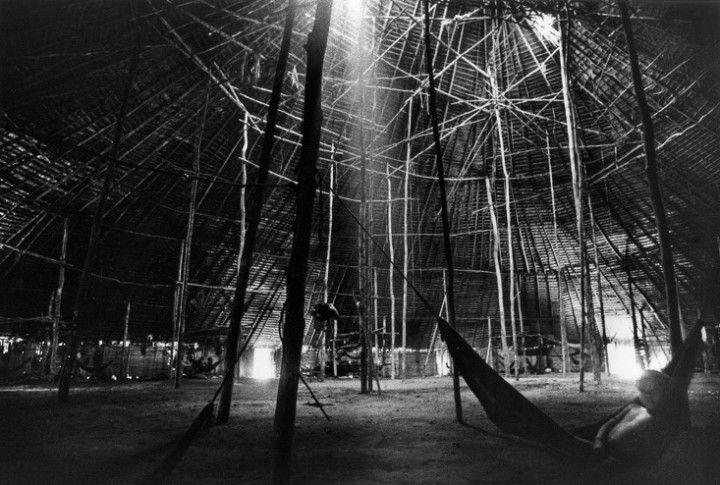 Yanomami (da série: A casa), ANDUJAR, CLAUDIA (2002.049)