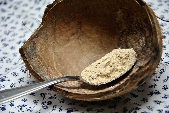 Maca (Maka, Lepidium peruvianum) uprawiana jest na wysokości ok. 3000 m n.p.m. w peruwiańskich Andach. Polecana jest na brak energii, wzmocnienie odporności i problemy hormonalne.  http://naturalniezdrowy.com.pl/maca-maka-lepidium-peruvianum-korzen-z-gor/