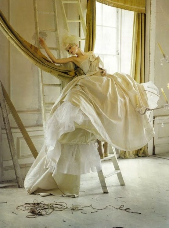 Italian Vogue, Timwalker, Marching 2010, Photos Shoots, Tim Walker, Victorian Dresses, Mary Antoinette, Fashion Photography, Haute Couture