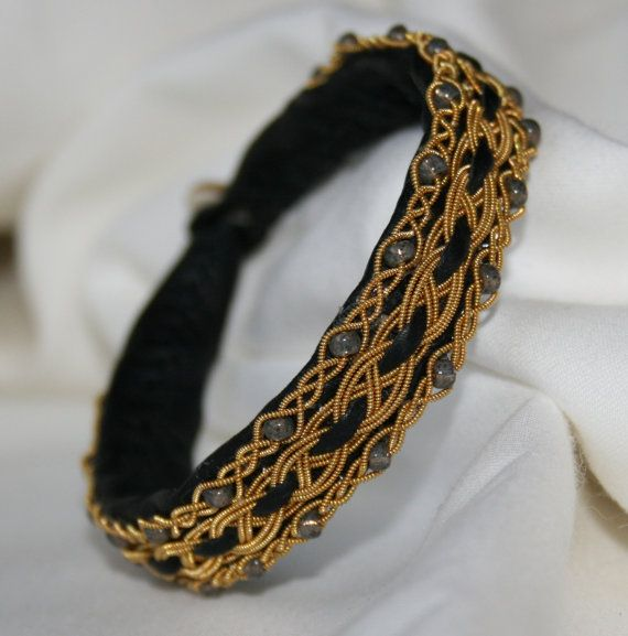 Sami Bracelet or sur fond noir avec or bordée de perles de verre gris