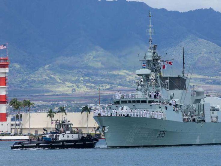 Royal Canadian Navy Frigate HMCS Calgary (FFH 335) has arrived in Pearl Harbor for Rim of the Pacific (RIMPAC) exercise, on June 25, 2014.  Photo Jacek Szymanski DNPA  La frégate NCSM Calgary (FFH 335) de la Marine royale canadienne fait son arrivée à Pearl Harbor pour participer à l'exercice Rim of the Pacific (RIMPAC), le 25 juin 2014.   Photo : Jacek Szymanski, APDN  IS2014-6016-003