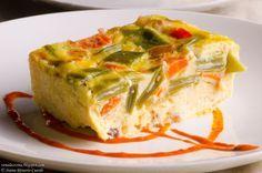 Hemos denominado a este pastel de verduras del blog VEN A LA COCINA de los mil usos porque se puede tomar caliente o frío; como entrante o guarnición; como primer plato...