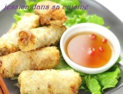 Découvrez les recettes de nos blogueuses pour faire des nems de toutes sortes. Comment faire des nems au poulet, aux crevettes, au crabe, au porc, etc..Des nems bien croustillants accompagnés d'une salade et d'une sauce.. Blog : Jessica dans sa cuisine - Recette Nems au poulet