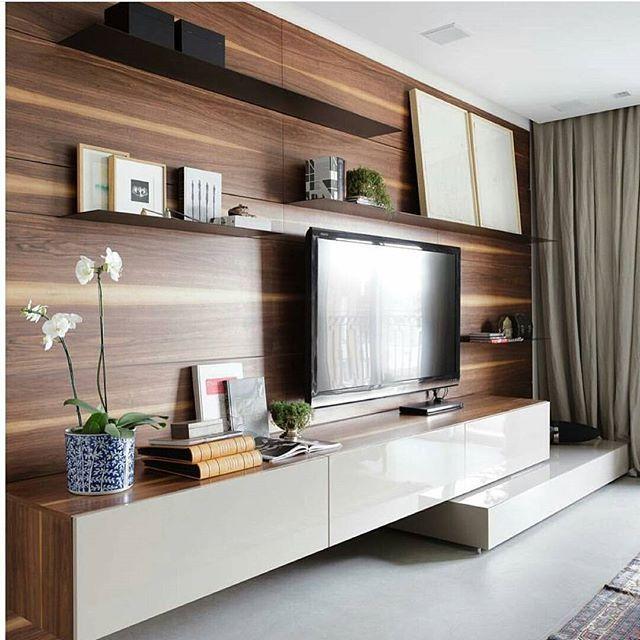 Living com painel em madeira super marcante  Amei!!!! Via @decoramundo {}