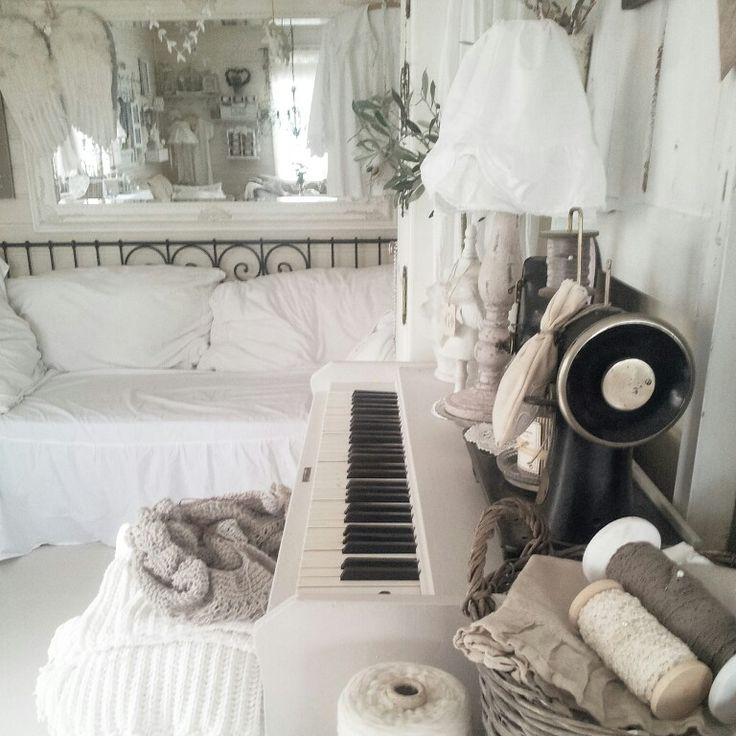 Daybed in my living room <3