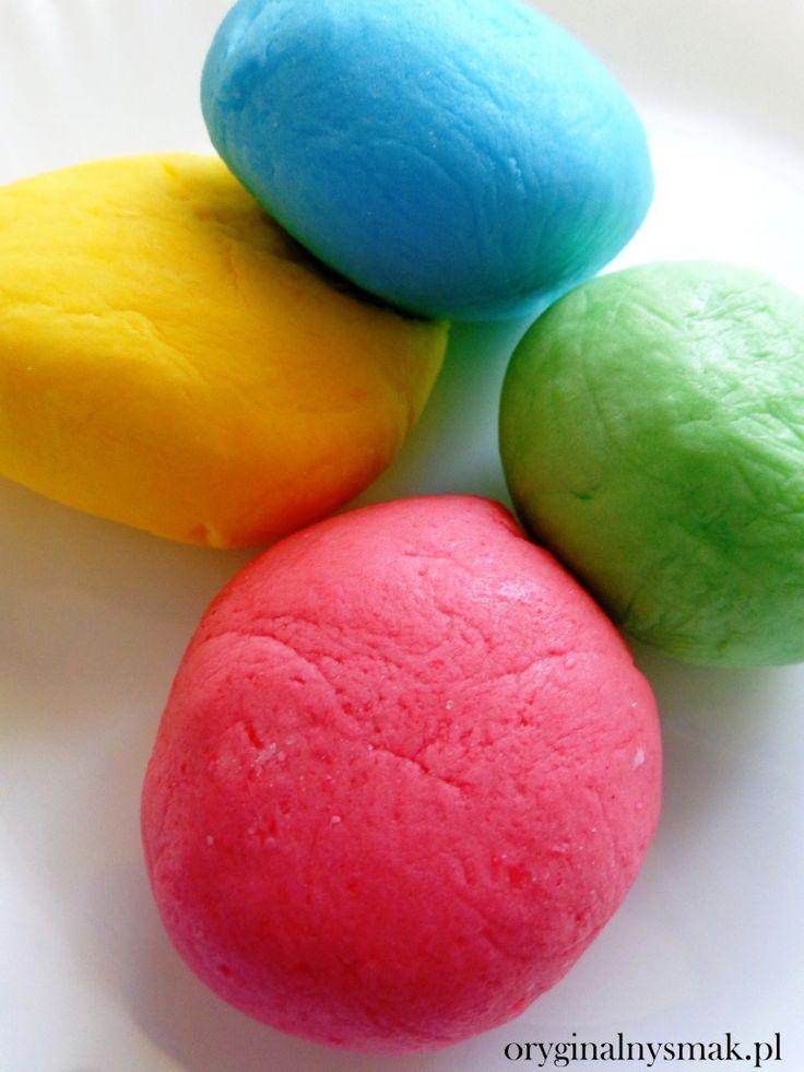 Masa cukrowa (lukier plastyczny) - http://www.mytaste.pl/r/masa-cukrowa-lukier-plastyczny-50190385.html