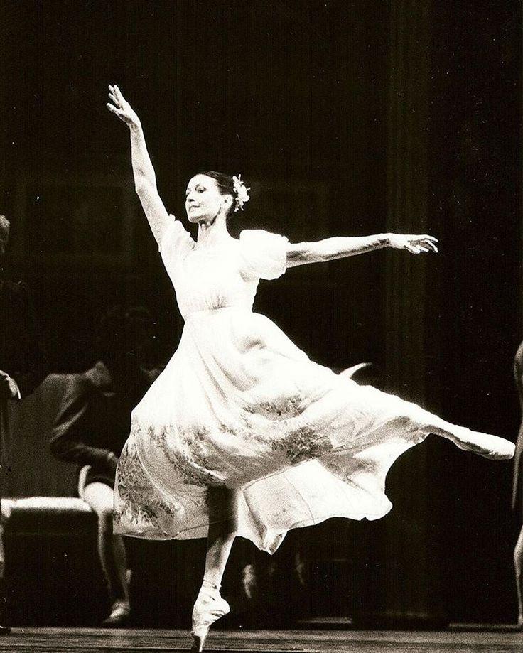 It is Friday, good weekend everyone #fly #Friday #ballet #carlafracci #bu #bulabcreativism #visualdesigner