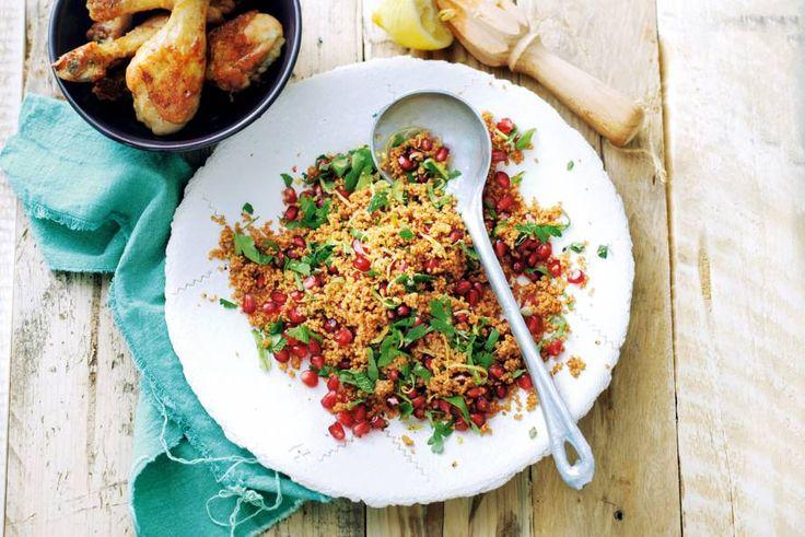 Met verse kruiden, specerijen en granaatappelpitjes waan je je binnen tien minuten in het Midden-Oosten. - Recept - Allerhande