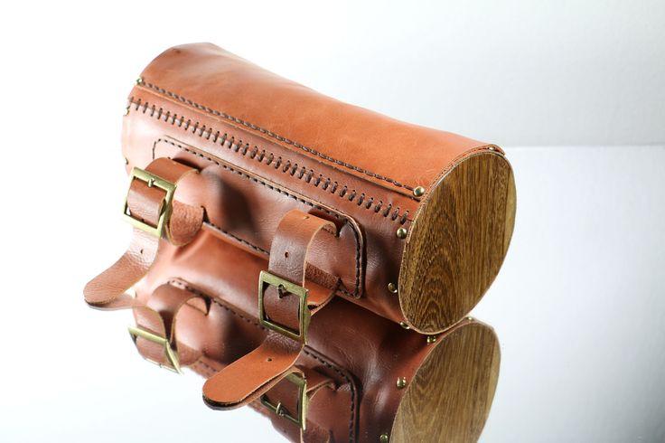 Herramientero en cuero y madera para bicicleta elaborado a mano. www.monicatejada.co
