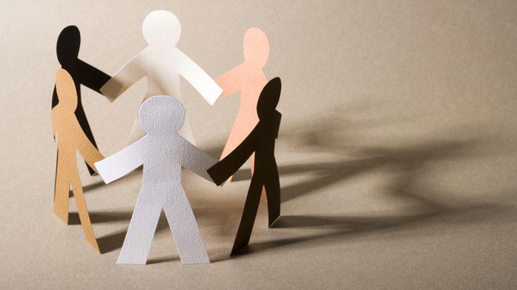 Cada persona une la otra, y en una familia cada miembro cuenta. Además, cada nuevo miembro tiene un lugar, independientemente las tendencias o comportamientos-uno puede ser imprudente, el otro indiferente, el tercero puede tener gusto de soñar, y el cuarto puede ser un racionalista.