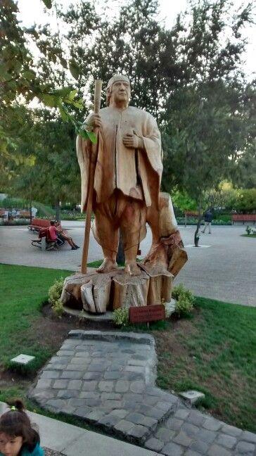 Plaza de Pucon . Escultura en madera .