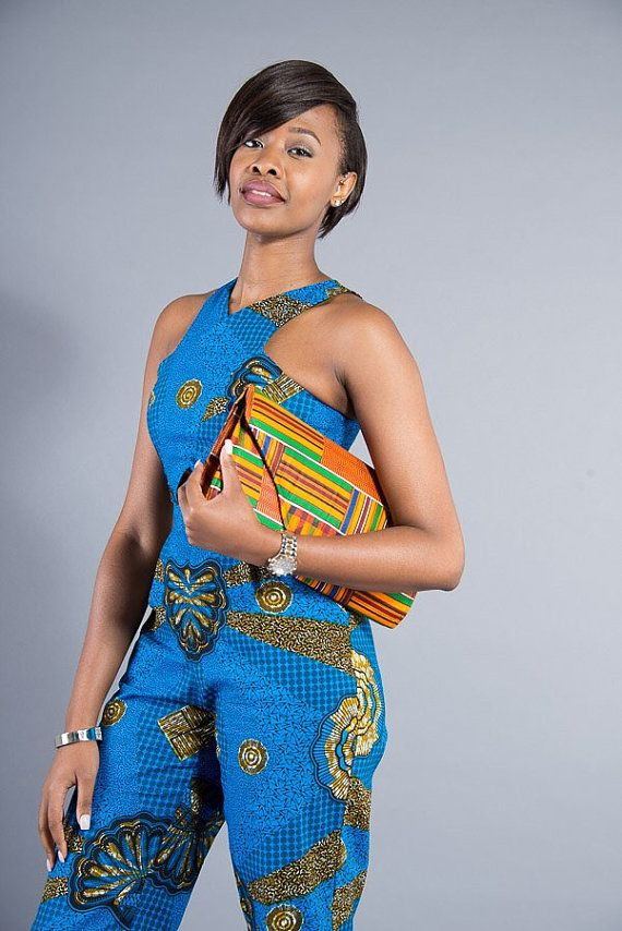 Large enveloppe besace sacoche faite avec beaux tissus africains  Avec sa combinaison délégance et de style, la pochette enveloppe est lessence même de la féminité. Fabriqué à la main avec une attention méticuleuse aux détails à laide de la meilleurs qualité inspiration africaine tissu, cette pochette est le moyen idéal pour faire une déclaration. Parfait fait équipe avec une déclaration de couleur noir, gris ou crème robe et talons vertigineux pour une occasion spéciale.  DÉTAILS DE…