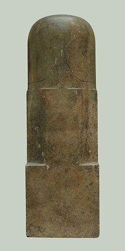 """Frej, (Norrønt: Freyr ældre da.: Frøj) (alternativt: Yngve eller Yngve-Frej).  Etymologisk betyder Frey """"herre"""".  Navnet Freyr menes at være beslægtet med gotisk frauja og angelsaksisk frēa, som betyder herre.).   Beretningen er euhemeristisk og Frej beskrives som gudernes """"statholder"""" (procul). Stednavne som Frøstrup og Frøslev henviser nok til kultsteder for Frej.  I de islandske skrifter Ældre og Yngre Edda præsenteres Frej som  guden for skibsfart, handel og fiskeri Njörðr og bror til…"""