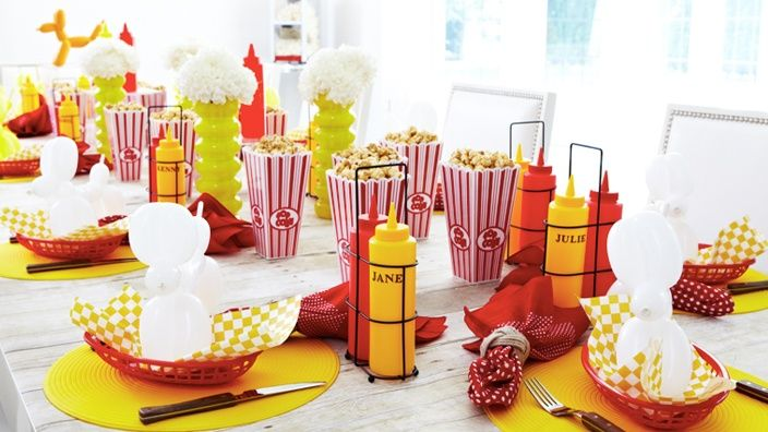 Barbecue party decorations ideas hot diggity dog party for Backyard bbq decoration ideas