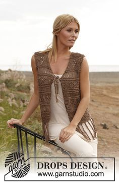 """Knitted DROPS vest with textured pattern, dropped sts and fringes in """"Bomull-Lin"""" and """"Cotton Viscose"""". Size: S - XXXL"""