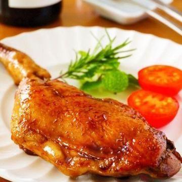 絶品てりやきローストチキン♪【材料】2人分骨付き鶏もも肉・・・2本(500~600g)塩・こしょう・・・各適量サラダ油・・・大さじ1