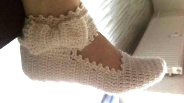 DIY de como hacer una pantunfla con pulsera en el tobillo y lazo a crochet.