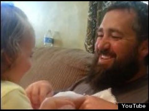 video chistoso | bebe llora al no reconocer a su padre sin barba|
