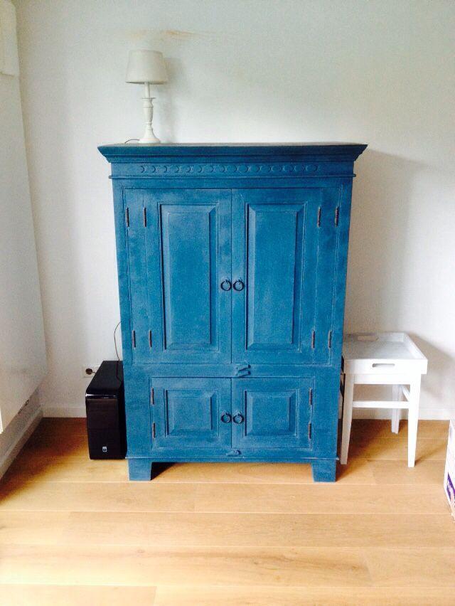 Annie Sloan brocante kast in Abusson Blue. Love it!