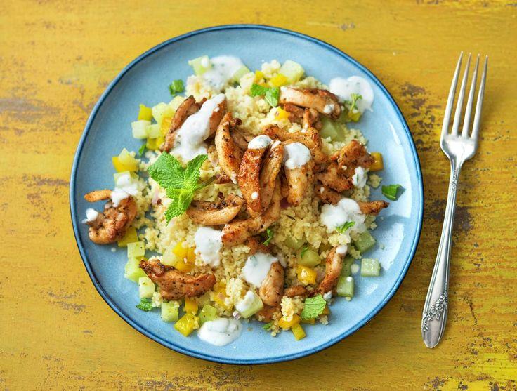 Couscous met kipgyros, koolrabi en frisse muntyoghurt Recept | HelloFresh