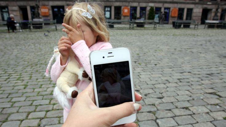 – Noen barnehager har begynt med fotoforbud på arrangementer, for å unngå at foreldre tar bilder av andres barn, sier barnehageforbund.