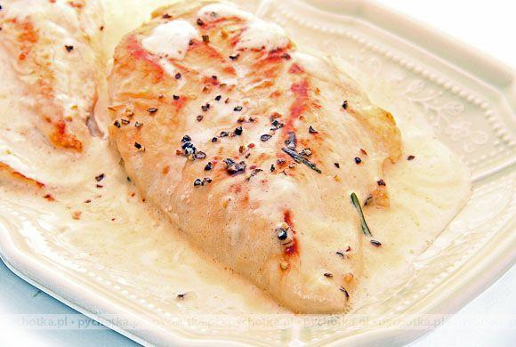 Pobudź swój apetyty i przygotuj znakomite ryby. Ryba gotowana w śmietanie. Potrzebne składniki: biała ryba, śmietana, koperek.