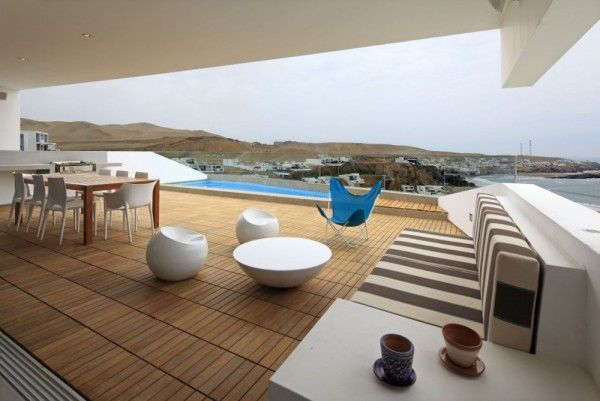Roof Top Design and Furniture from Contemporary House Design Ideas With View Of The Beach 600x401 Contemporary House Design Ideas With View Of The Beach