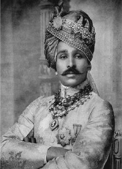 Major-General Maharaja Sajjan Singh Bahadur (1880 - 1947) was a British Indian Army officer and the first Maharaja of Ratlam State, ruling from 1893 until 1947. http://www.pinterest.com/theworldaccordi/gems-sarpech-kalgi/