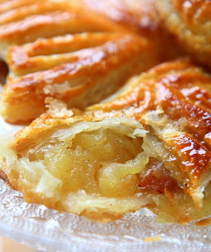 Chaussons aux pommes, raisins secs et vanille