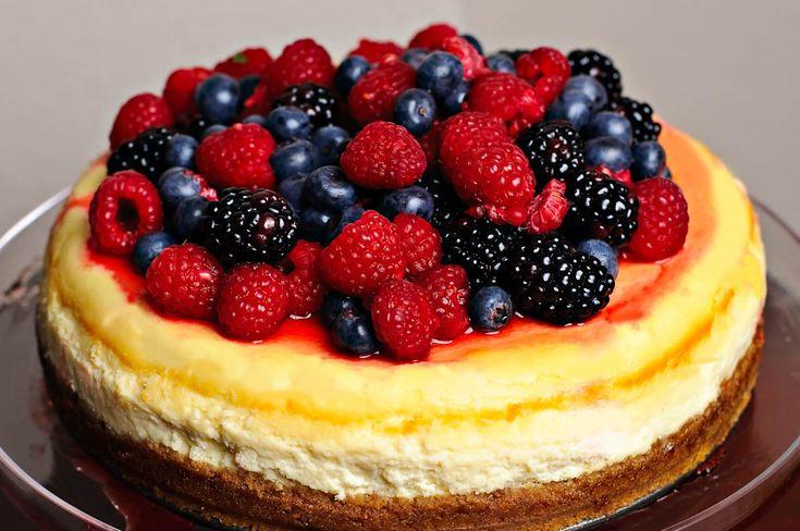 Very berry cheesecake | Cakes | Pinterest