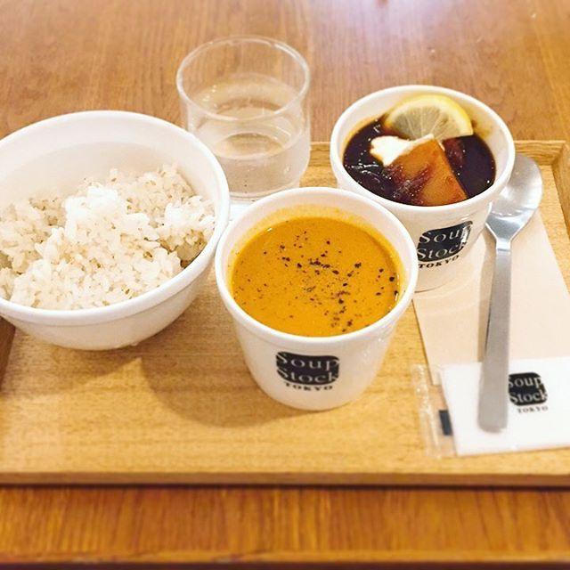 やっぱスープはうまいなぁ〜♡いつかこんなスープが作れるようになりたい♡ #スープストック#ボルシチ#海老のビスク#こってりコンビ#トロトロ#魚介#肉#ランチ#美味い#美味しい#間違いない