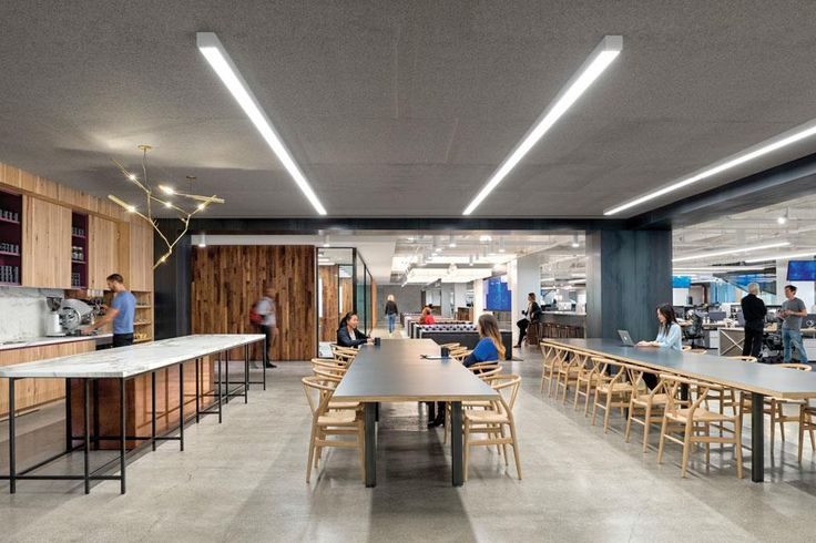 """Conocé por dentro las oficinas de Uber  """"Del mismo modo en que la cocina habla de la familia, la 'cocina comunitaria' es un buen indicador de la actitud de una compañía hacia sus empleados"""".  /Jasper Sanidad"""