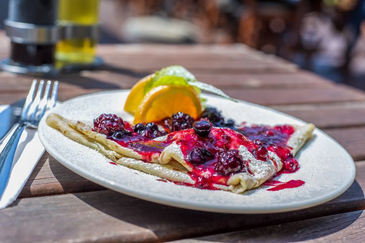 Túrós, erdei gyümölcsös óriáspalacsinta // Giant pancakes with cottage cheese and wild berries