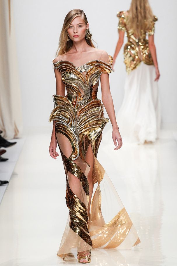 La robe feuille d'or de Valentin Yudashkin