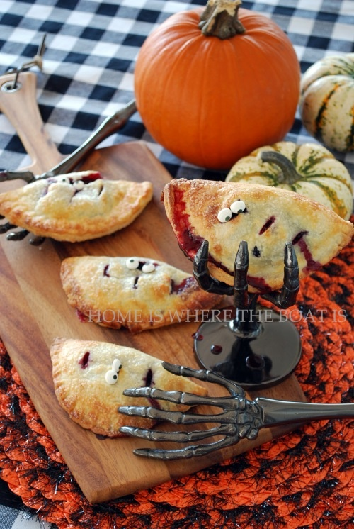 Cream Cheese Pie CrustHandpies, Halloween Parties, Pies Crusts, Hallows Eve, Hands Pies, Fruit Pies, Halloween Food, Hand Pies, Some Scary Hands Reach