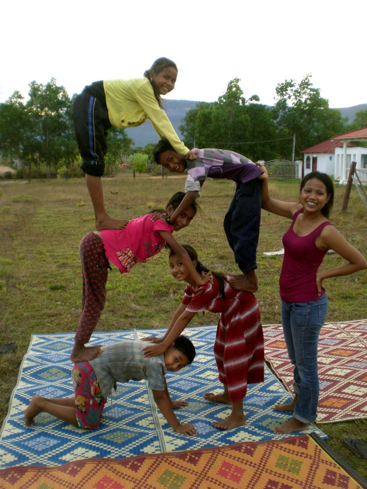 The kids go for it! #Social #circus for kids in Kampot @CircusKampot | កំពត សៀក