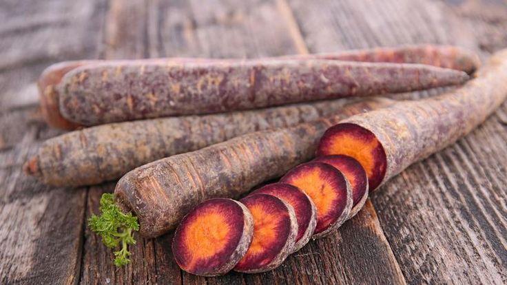 La carotte violette est une variété très ancienne originaire d'Europe orientale. Elle doit sa couleur particulière à la présence d'anthocyanes, des pigments végétaux naturels
