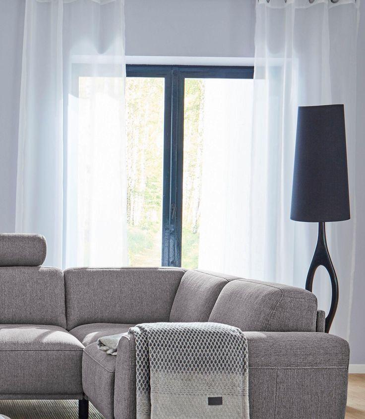 Was eigentlich vor neugierigen Blicken schützen soll, zieht hier alle Blicke auf sich: Die halbtransparente Gardine von GMK Home & Living bringt mit seiner glänzenden Oberfläche und der hohen Lichtdurchlässigkeit jeden Raum zum strahlen!