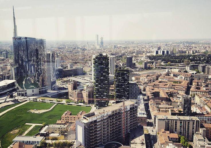 Milan l'è un gran Milan #milano #skyline #boscoverticale #sunnyday #ahno by emiliomoretti