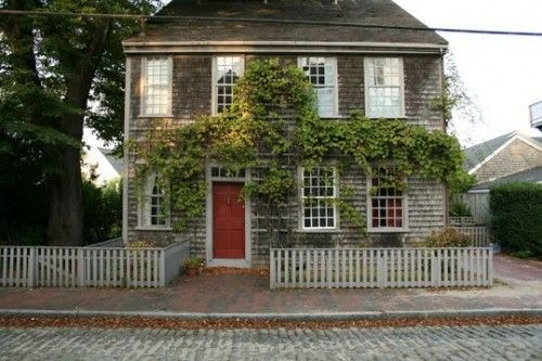 ///Red Doors, House Hunters, Dreams Home, Little House, Dreams House, Curb Appeal, Cottages, Capes Cod Collegiate, White Picket Fence