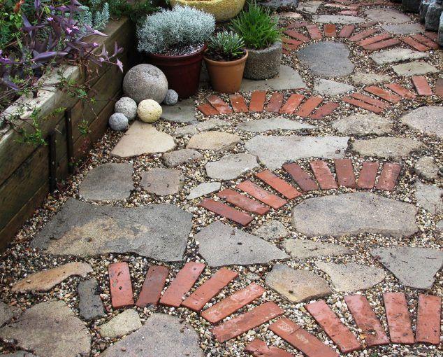Pas cher mais très beau! Réutilisez de vieilles briques et faites l'une de ces décorations de jardin magnifiques! - DIY Idees Creatives