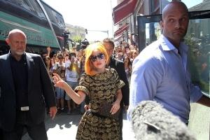Lady Gaga aterizeaza la Bucuresti